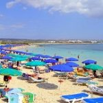 Отели на пляже Макрониссос Бич